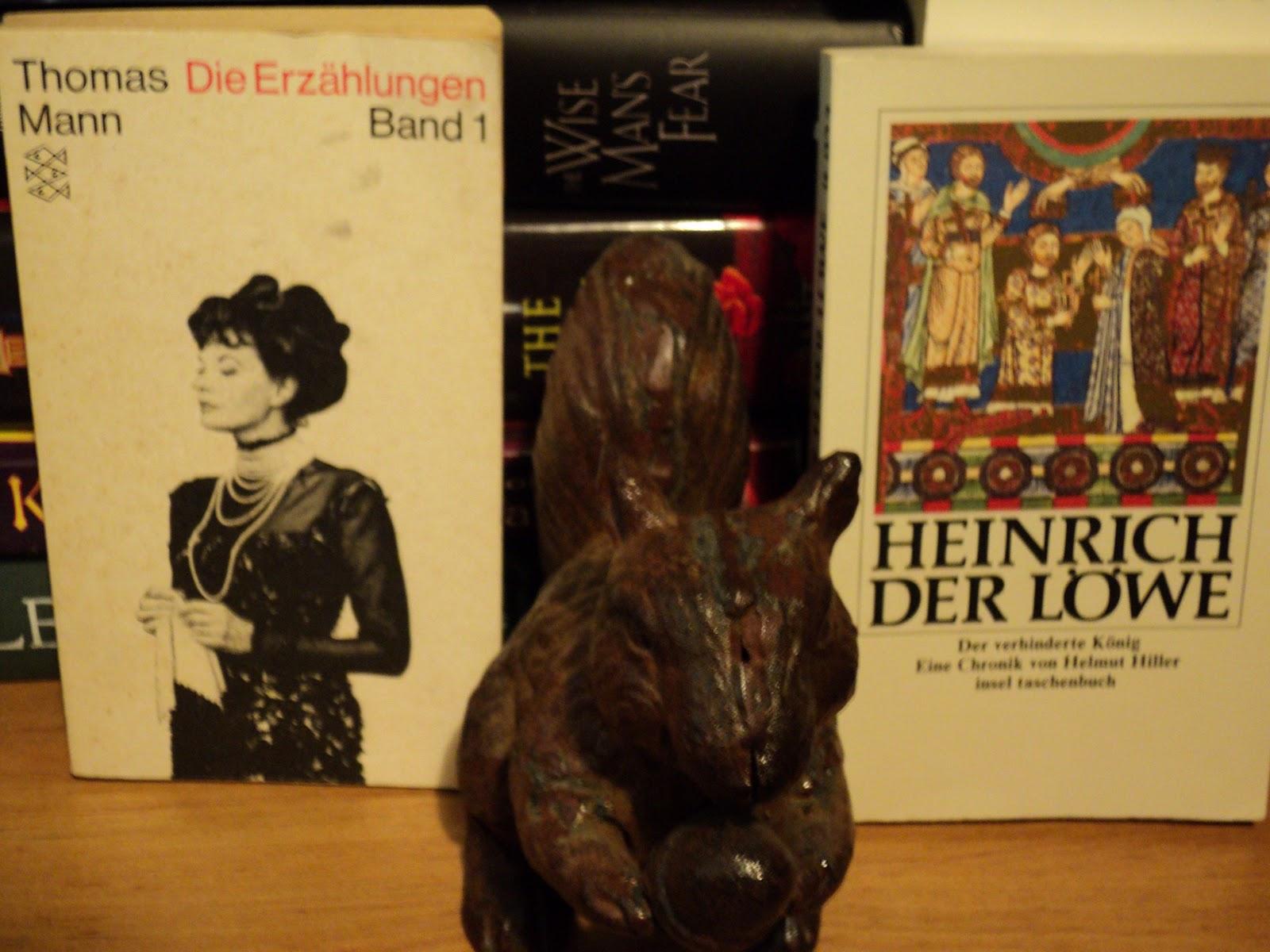 mariano azuelas novel los de abajo essay Free ebook: the underdogs by mariano azuela translated by e munguia, jr original title: los de abajo.